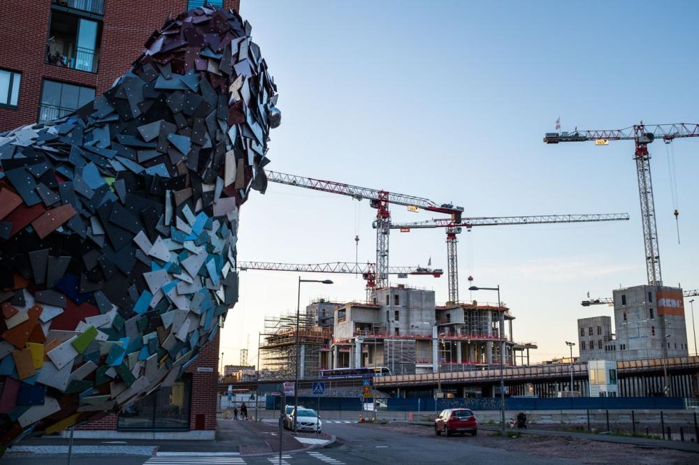 Kalasatama kuukkeli REDI rakennus työmaa rakennustyömaa ostoskeskus taideteos