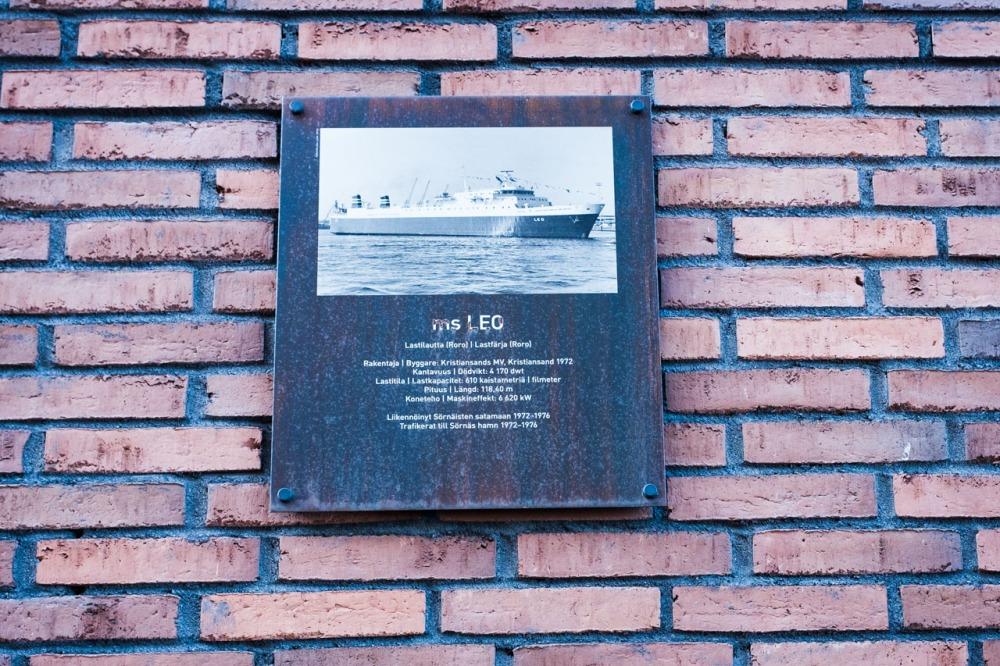 Laiva ms Leon kyltti Leonkadulla Kalasatamassa Sörnäistenniemellä