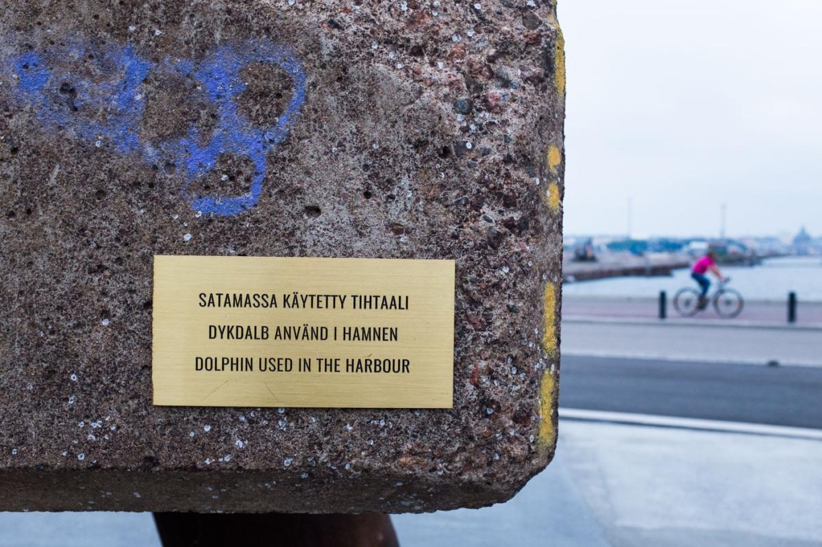 Kalasatamanpuiston betonimötikkä on Suomenlinnan huoltolaiturin tihtaali
