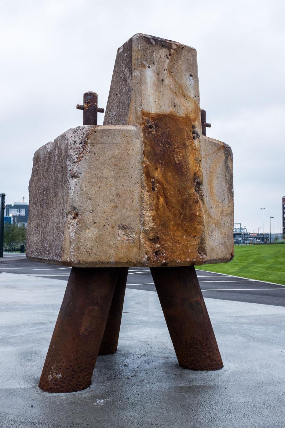Kalasatamanpuistossa sijaitsee betoninen mötikkä