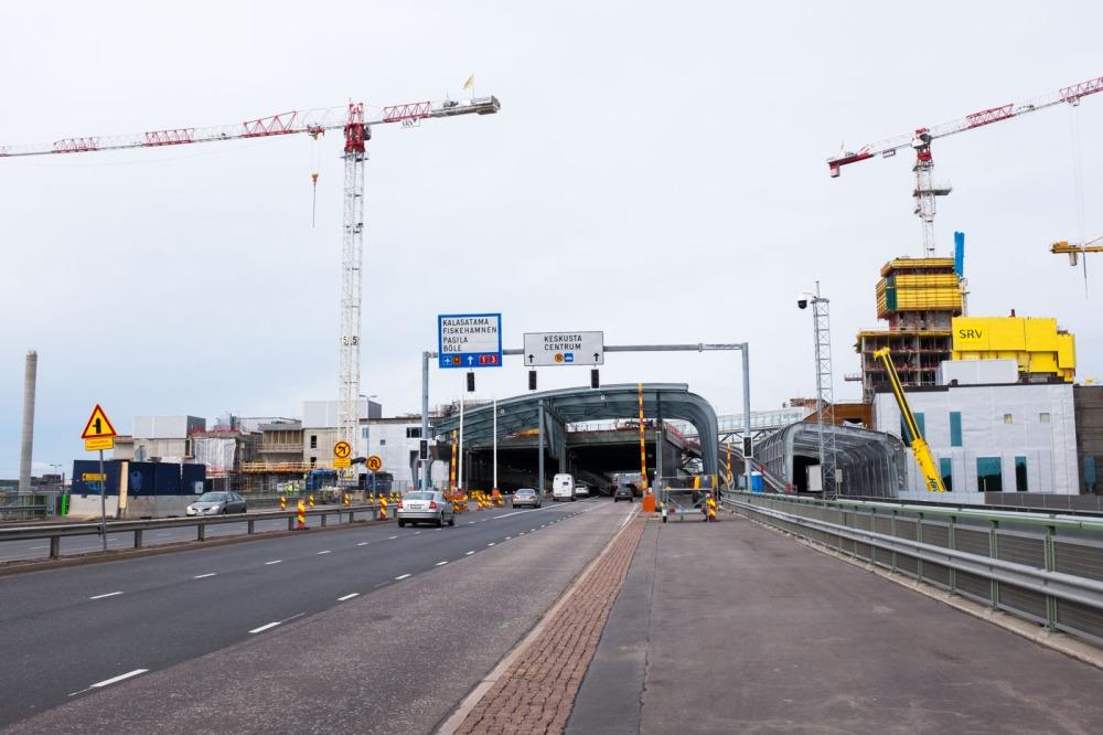 Itäväylä kulkee nyt molempiin suuntiin kauppakeskus REDIn läpi.