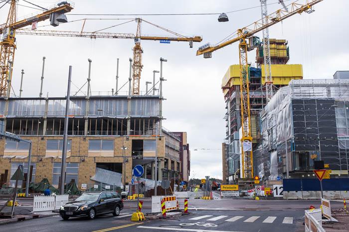 Kuva Työpajankatua itään: K-Kampus, REDI ja Majakka
