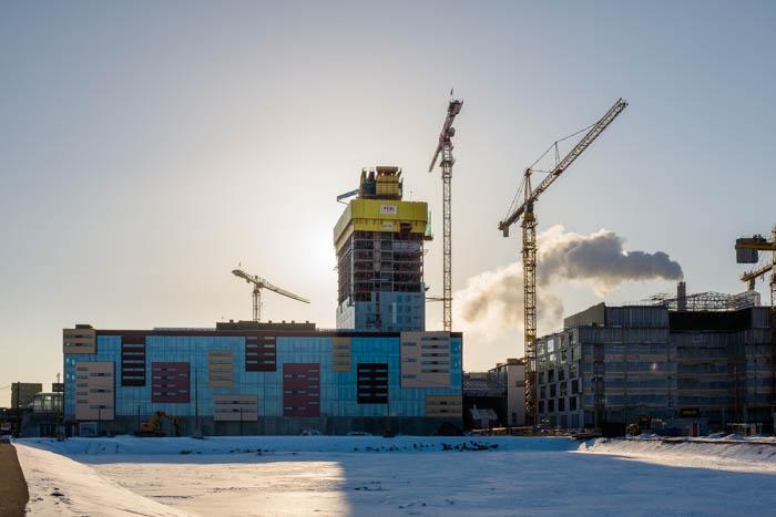 Kalasataman terveys- ja hyvinvointikeskus sekä Majakka Verkkosaaresta pohjoispuolelta 4.2.2018 kuvattuna. Oikealla kuvassa K-Kampus.